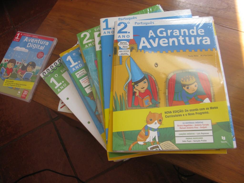 Skolböcker i portugisiska, omvärldskunskap och matte. 800 spänn.