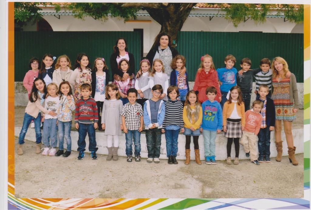 Frida  är den blonda tjejen i främra raden.