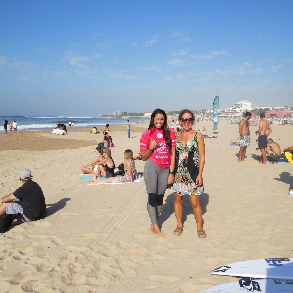 Jag till höger, en av världens bästa surfdamer till vänster!