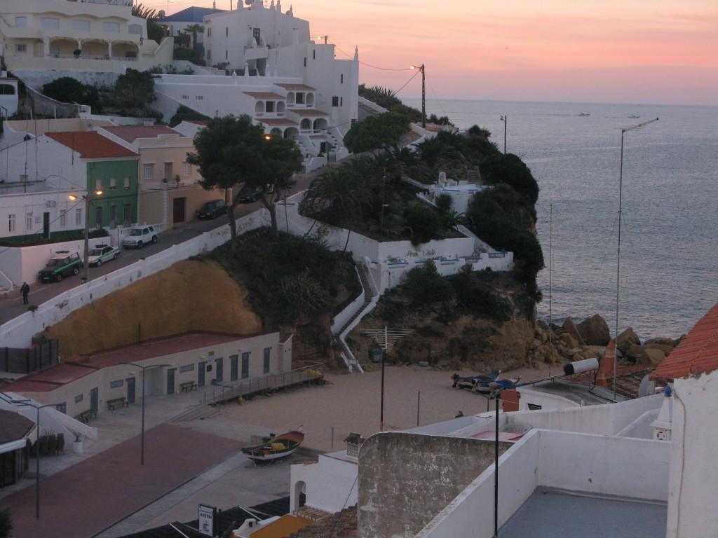 Utsikt från takterrassen, den första kvällen, med linnebyxor och O´boy