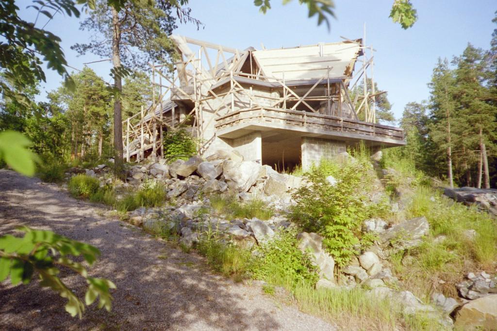 Blygsamt i sammanhanget på en annan kulle. Bygget 2003 kanske, innan resan Bortugal börjat.
