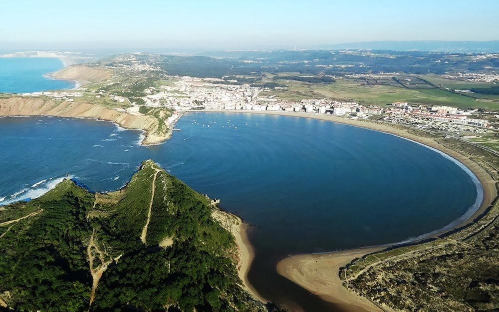 Lånad bild av São Martinho do Porto-bukten