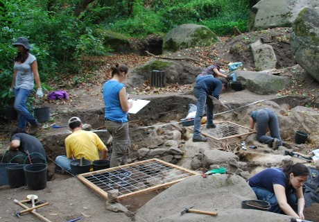 Utgrävningar pågår i rövarborgen. Lånad bild