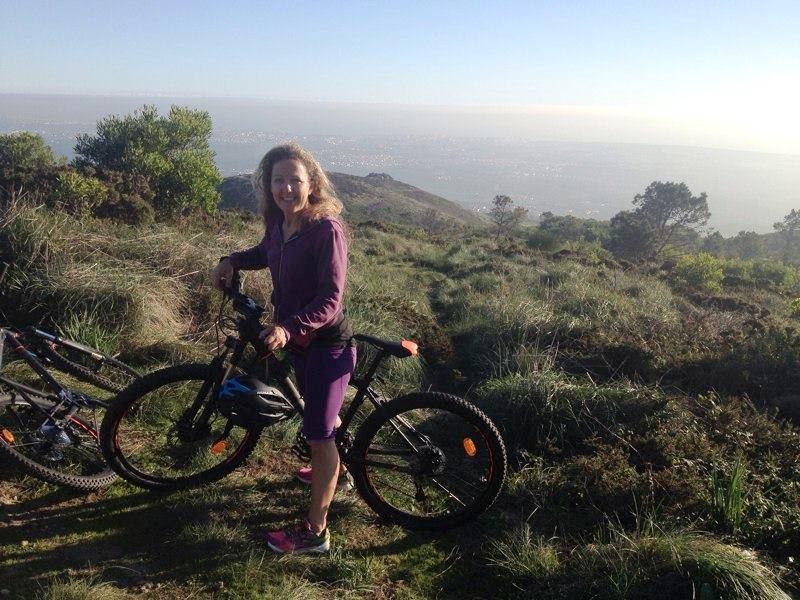 Köra en premärrunda på nya cykeln upp till bergets topp och ned igen!