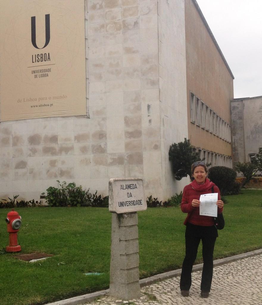 Jag och mitt certifikat vid Lissabons universitet.