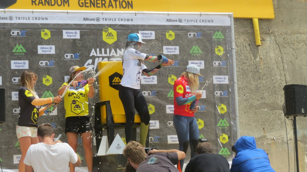 Här vann hon en surftävling på nationell nivå här i närheten.