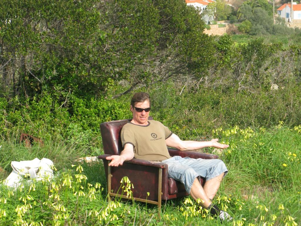 Köpt på semestern: Solbrillor, surfbräda, en hårdrocks-tischa och ett hus. Frågor på det?