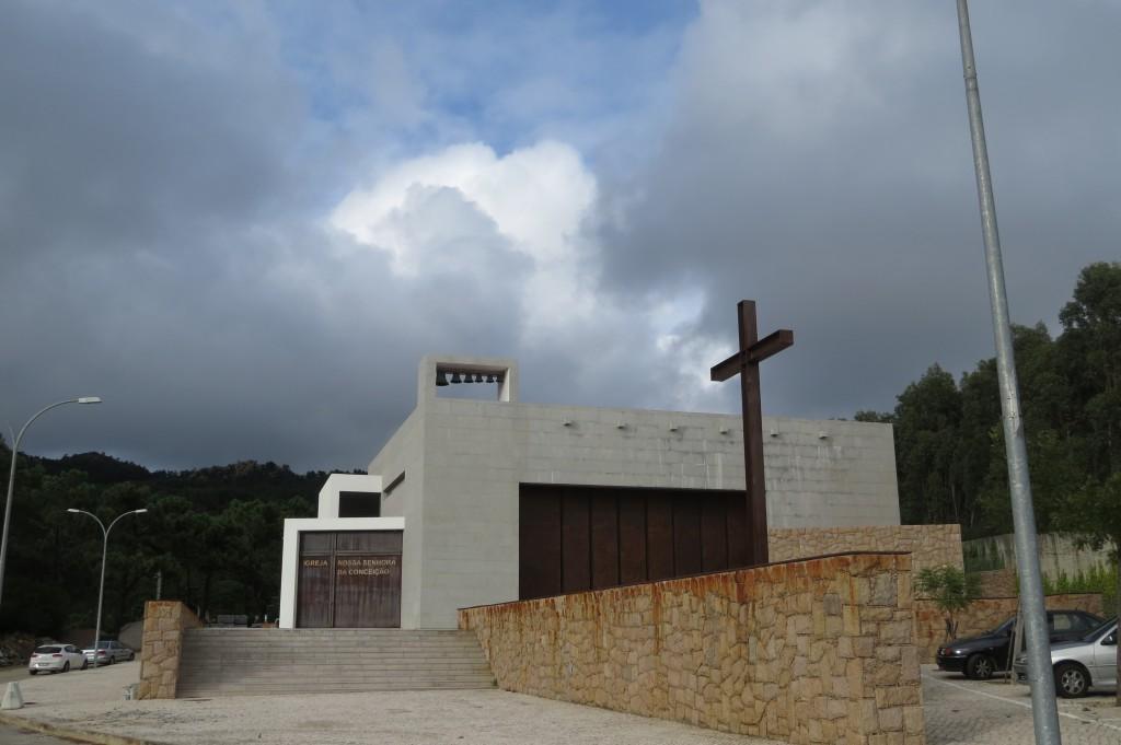 Ny egen modern stor kyrka