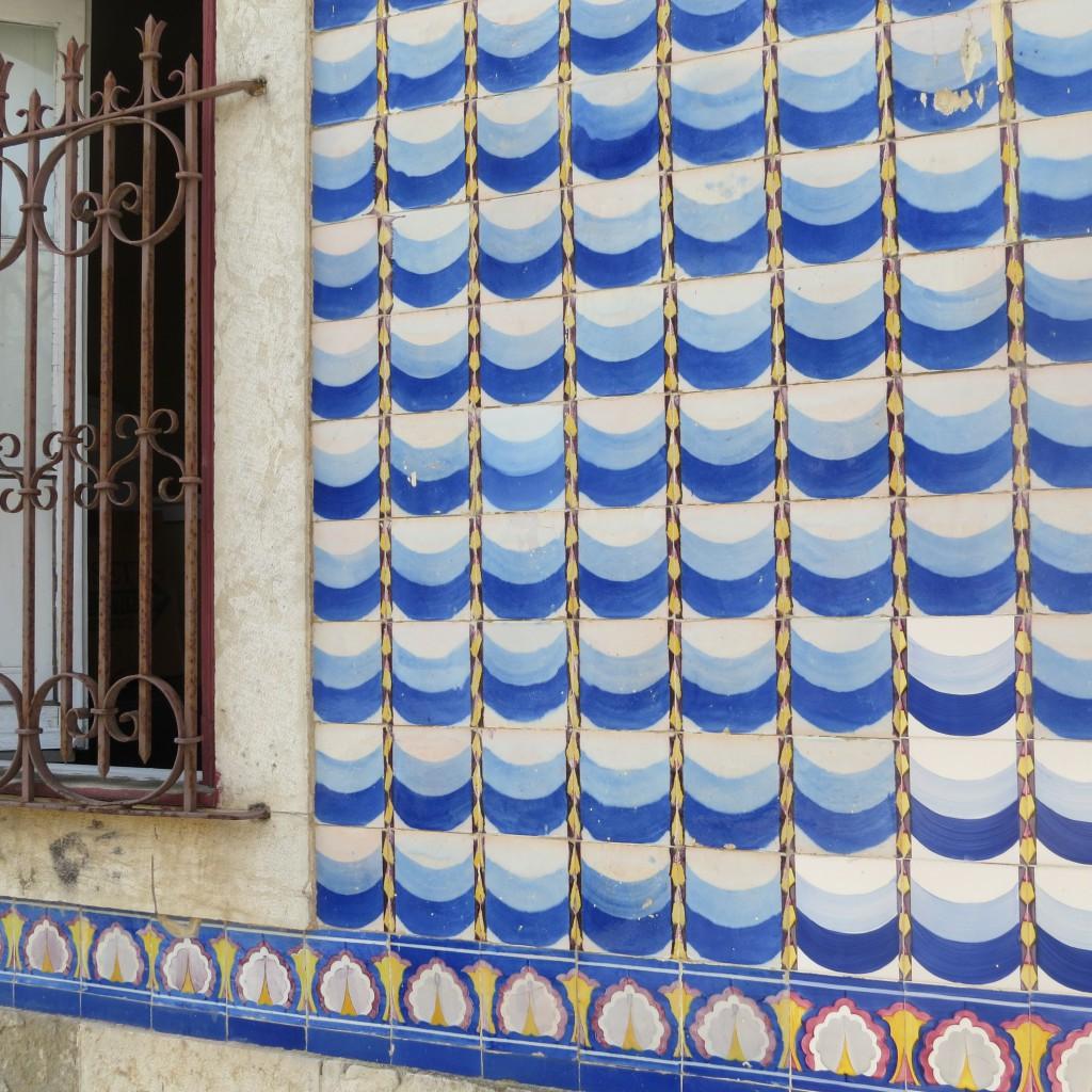 En fasad i Cascais med havstema?