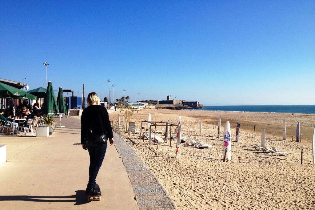 Skate på strandpromenaden!