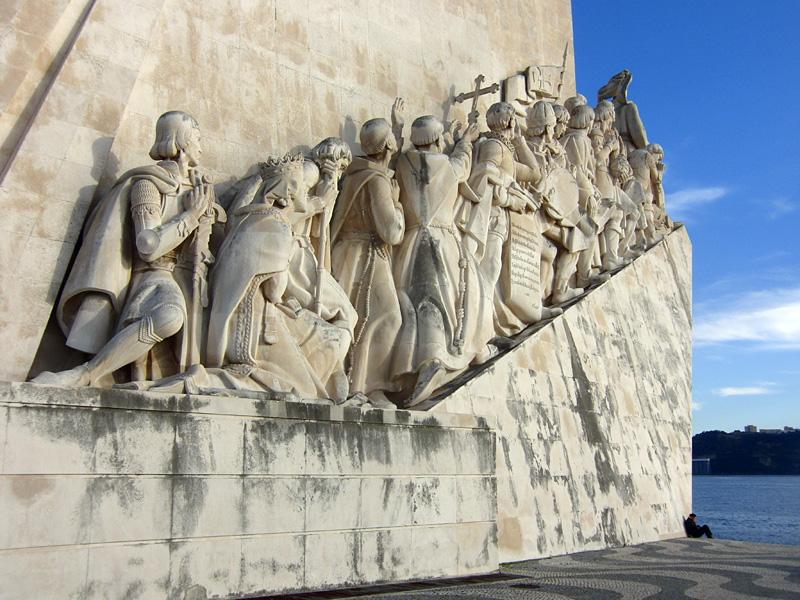 De portugisiska upptäckarna, Vasco da Gama och gänget. Monumnet i Belem, Lissabon.