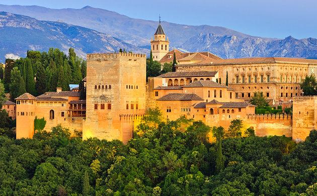 Det berömda Alhambra i Granada, Andalusien, där morerna hängde sig kvar allra längst.