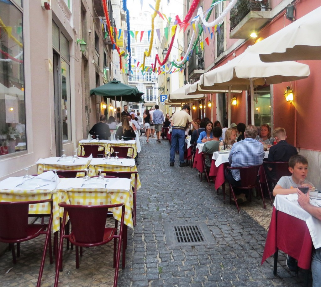 Fonte och Lisboa på kvällen juli 2015 106