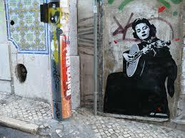 Amalia Rodrigues som graffiti i Alfama