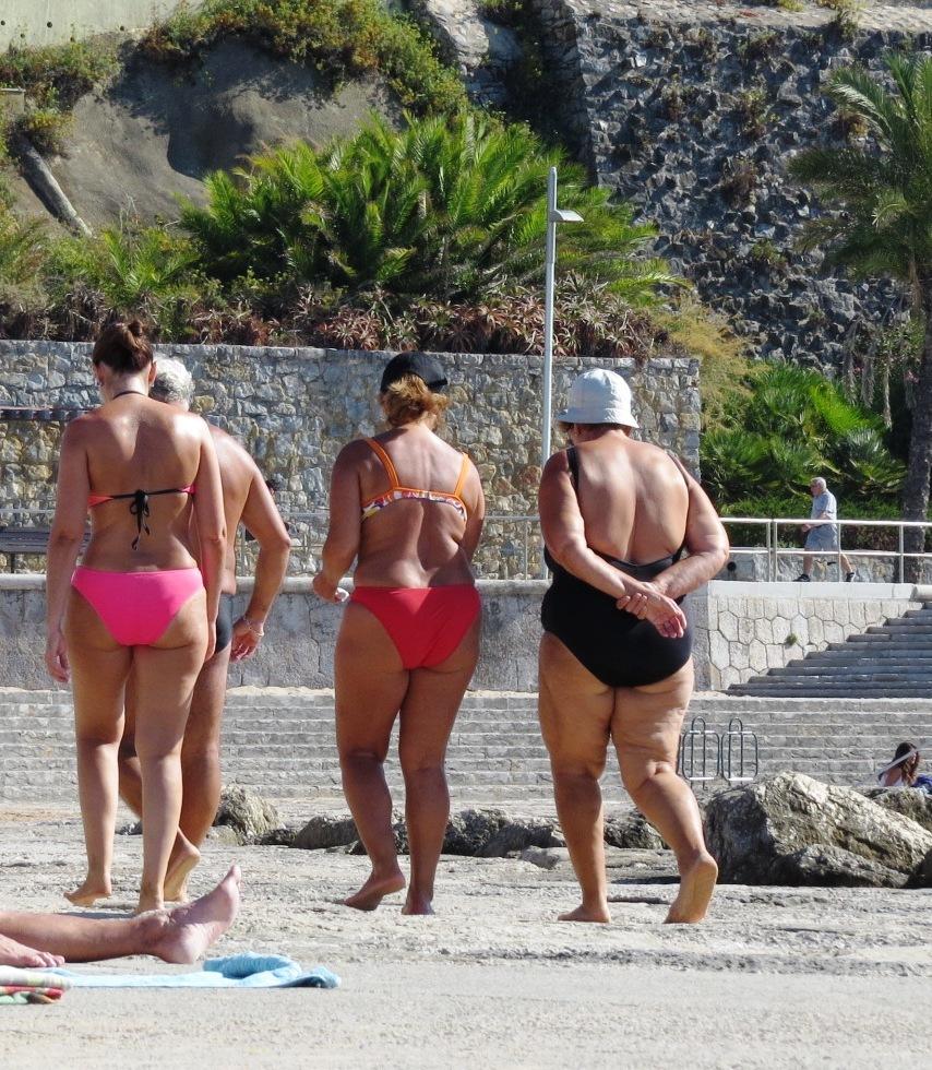Apropå åldrande så tror vi att det här var tre generationer jag fångade på bild vid strandpromenaden i Estoril häromdagen.