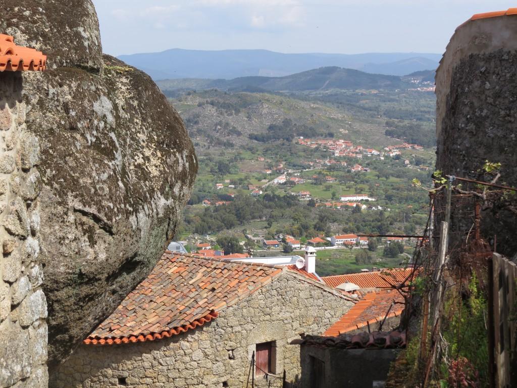 Att byn ligger på en bergstopp och har en fantastisk utsikt ger extra pluspoäng