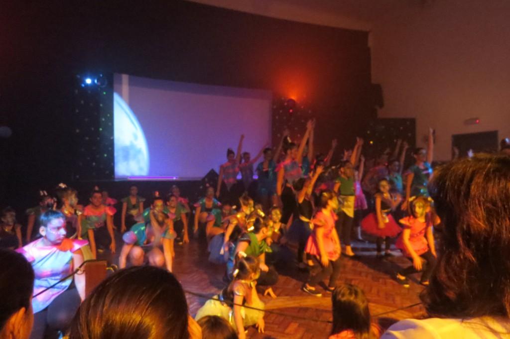 Dansgruppen som tillhör ena sociedaden fyllde 32 år med stort kalas och föreställning