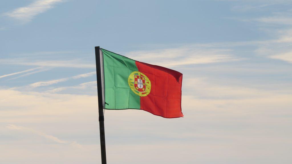 En portugisisk flagga vajar alltid över Guincho.