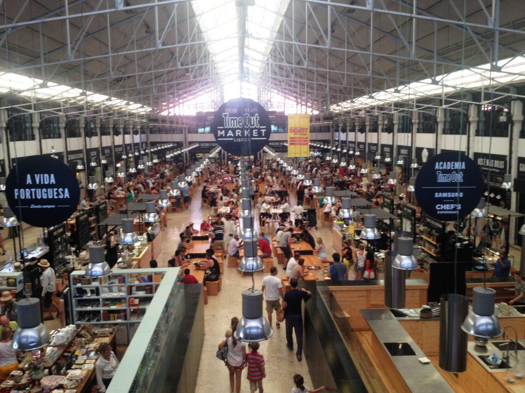 Time Out market i de gamla saluhallarna vid Cais do Sodré är i och för sig ett bar tips om man är hungrig och befinner sig i de kvarteren.